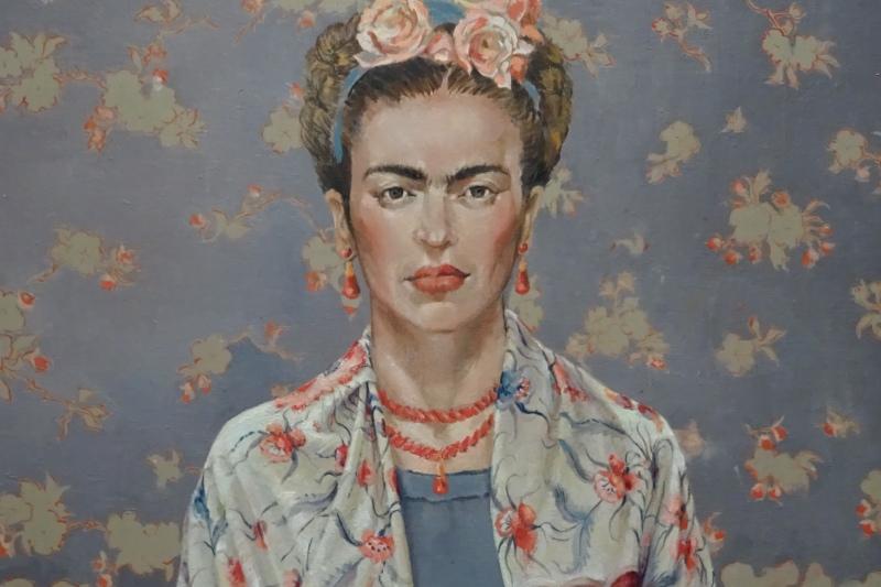 Frida con mantón