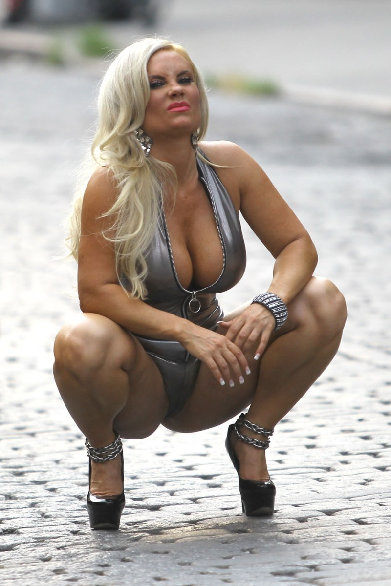 Nicole-Coco-Austin-on-set-of-a-photoshoot-in-New-York-081